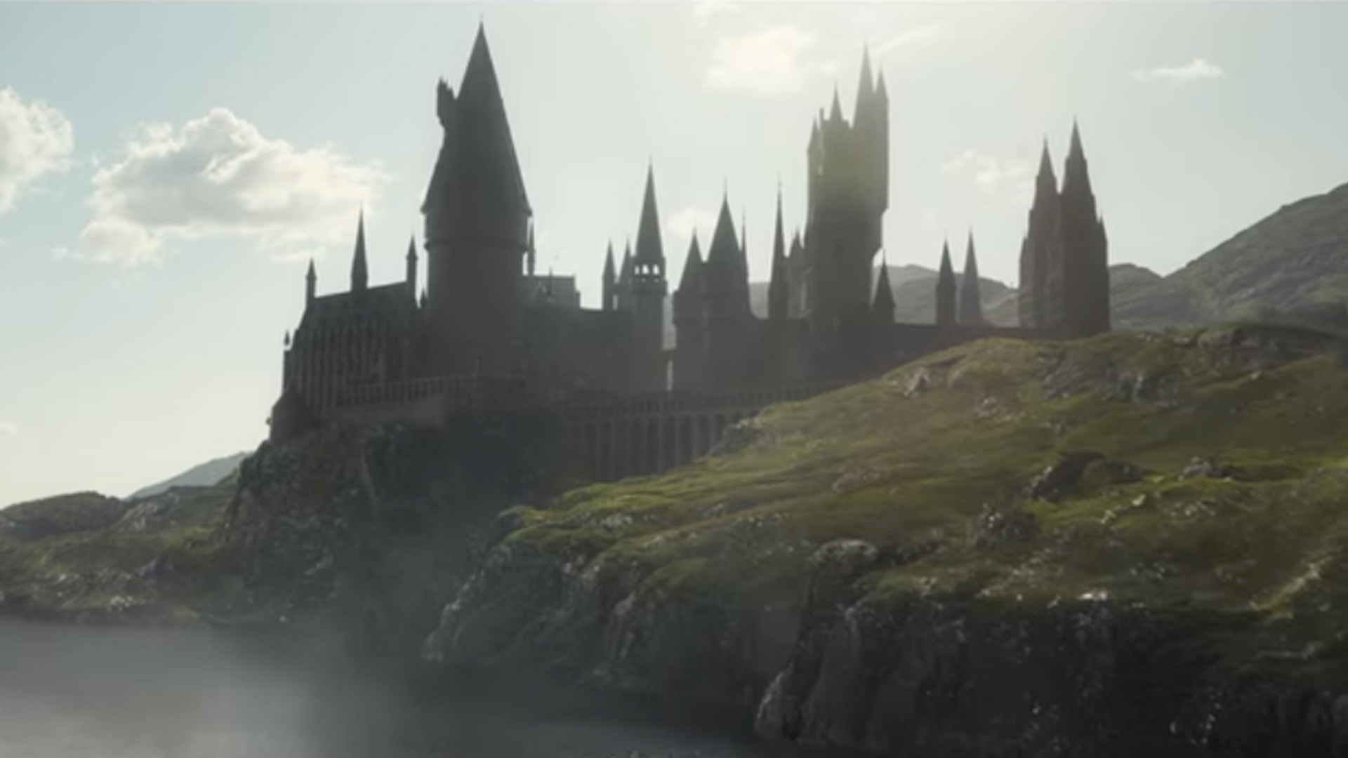 Fantastic Animals 2 : Dumbledore and Hogwarts back in the first trailer